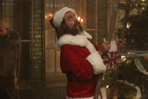 american-horror-story-asylum-unholy-night-ian-mcshane-father-christmas-2