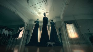 american-horror-story-coven-story-trailer-burn-video-2